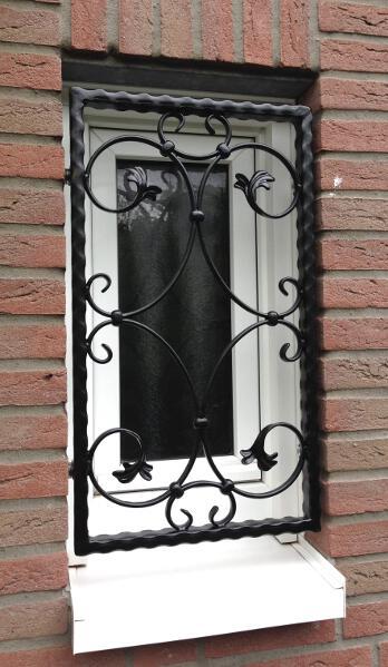 fenstergitter aus schmiedeeisen sicherer einbruchschutz nach ma. Black Bedroom Furniture Sets. Home Design Ideas