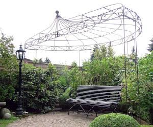 Halbrunder Pavillon aus Eisen