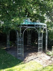 Geschmiedeter Rosenpavillon aus Metall
