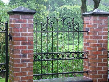 Geschmiedeter Zaun aus Eisen